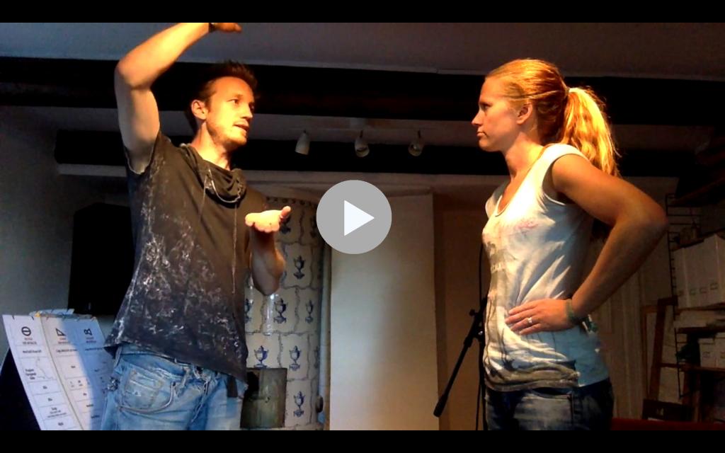 Se hur en sånglektion på Komplett-sångteknik-huset går till.